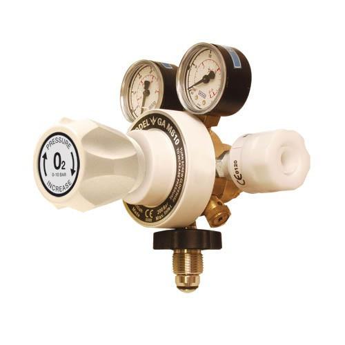 Regulator Oxygen Twin Gauge Inlet: 5/8 Bullnose Outlet: Schrader QRC*1
